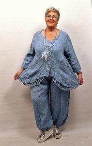 Jasje/vest, jeansblauw met knoopsluiting, linnen lange mouwen, onderrand bestaande uit kant, asymmetrisch