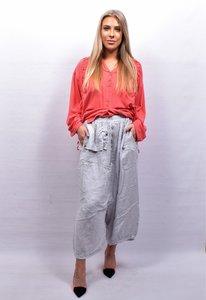 Zouavebroek, licht grijs, elastische taille, steekzakken, sierknopen, grote zak middenvoor, linnen