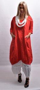 Tuniek/ jurk, rood, grote zakken op voorpand, ronde hals, korte mouwen, ballonmodel