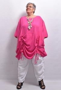 Tuniek/ jurk, la Bass roze , steekzakken in zijnaad, aanrijgkoordjes op voor- en achterpand, ronde hals