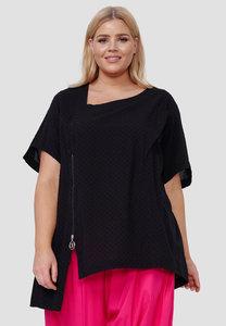 Blouse Kekoo zwart, polka dot, asymmetrische zoom, korte mouwen en hals, ritssluiting en zakje op voorpand